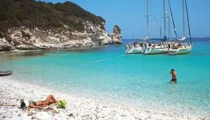 Die karibikähnliche Bucht bei Korfu im ionischen Meer