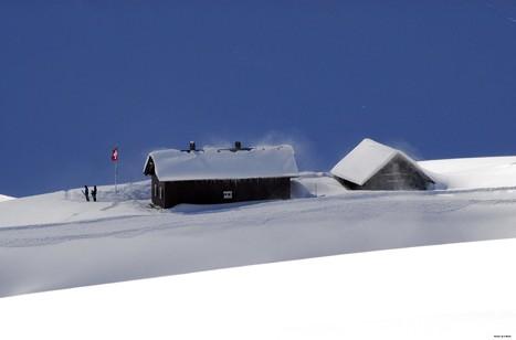 Ski-Urlaub auf abgelegener Hütte im Top-Skigebiet der Schweizer Alpen