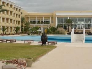 Die Hotelanlage von der Strandbar aus gesehen