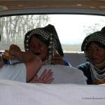 Die Akha Frauen in unserem Auto