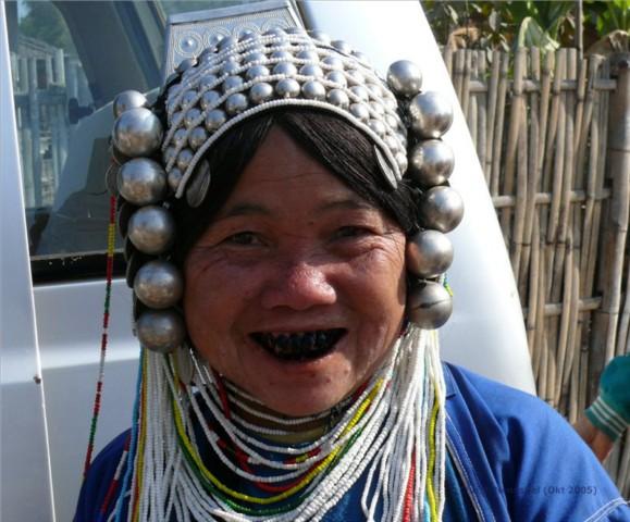 Frau des Stammes der Akha