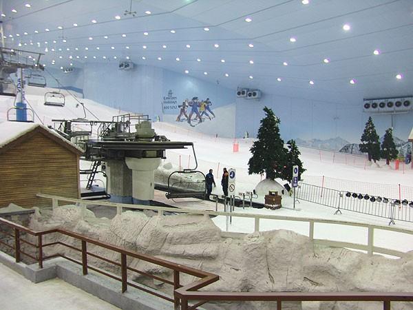 Skifahren mit dem VfB Stuttgart im Trainingslager in Dubai : Reise Video Ski Training in der Wüste