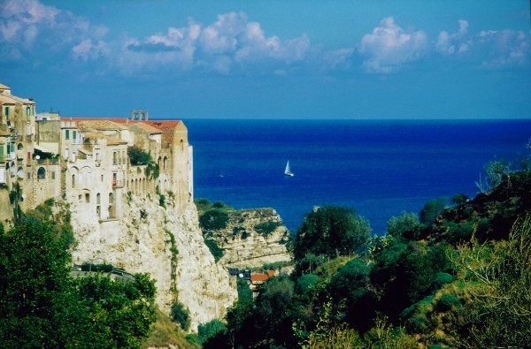 """Traumhafte Strände und charmante Hotels nahe Tropea, der """"Perle von Kalabrien"""" in Süd-Italien"""