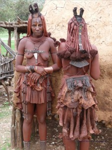 Zwei verheiratete Himba Frauen
