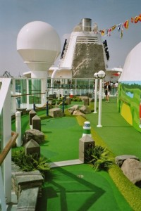 Jewel of the Seas - putting-green