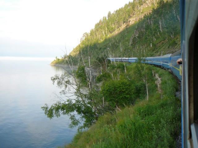 Transsibirische Eisenbahn am Baikalsee