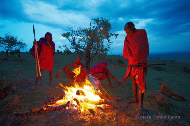 Masai am Lagerfeuer