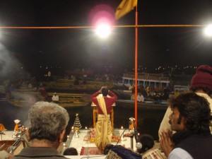 allabendliche Zeremonie am Gangesufer