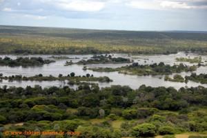 Simbabwe-Urlaub -Victoria Falls- Wasserfälle - Hubschrauber-Flug -Inseln im Fluss