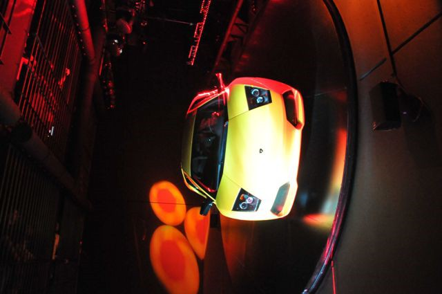 Lamborghini hinter Gittern