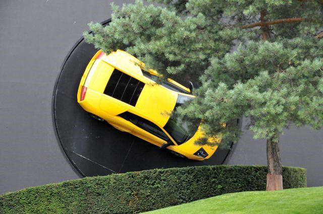 dieses Auto kann auch Wände durchbrechen...