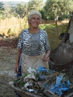Eine kalabresiche Bäuerin bei der Arbeit