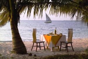 Abendessen am Strand von Benguerra Island