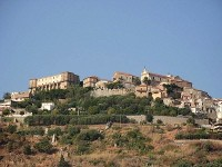 Das Städtchen Nicotera mit dem Castello dei Ruffo