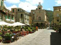 Der Piazza Ercole in Tropea`s Altstadt