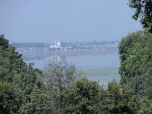 Blick auf die Moschee und unser Hausboot
