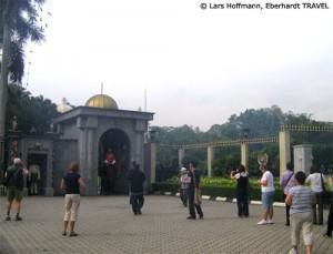 Wache am Königspalast von Kuala Lumpur