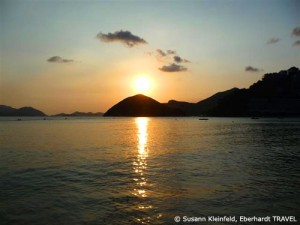 Sonnenuntergang über der Repulse Bay in Hongkong