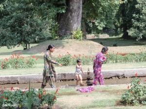 Abkühlung in den Mogulgärten von Kaschmir