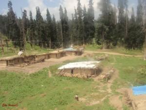 Häuser in den Bergen von Kaschmir
