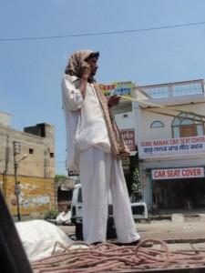 telefonieren im indischen Verkehr
