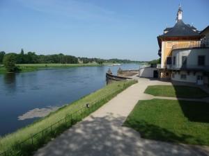 das Schloss Pillnitz befindet sich direkt an der Elbe