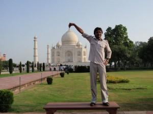 unser Fahrer Prakash am Taj Mahal