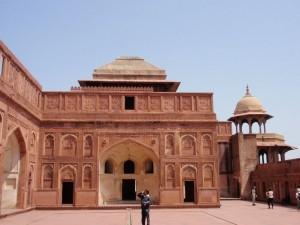 Sandsteingebäude im Fort Agra