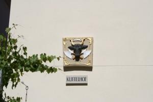 überall Hauszeichen wie dieser Ochsenkopf