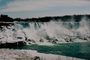 Die Niagarafälle im Winter