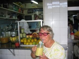 Mangosaft mit Milch