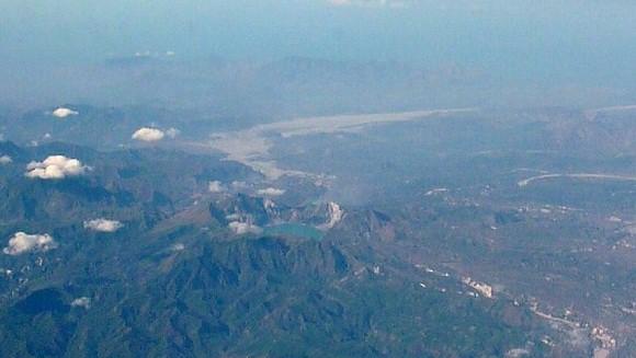 Mount Pinatubo vom Flugzeug