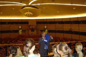 Führung im Plenarsaal des Europaparlaments