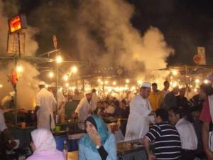 Orientalisches Leben auf dem Djema-el-Fna in Marrakech
