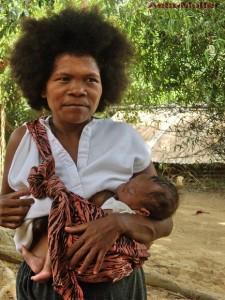 Mutter und Kind der Ureinwohner Aetas