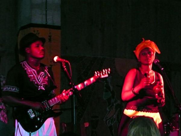 Virginia Mukwesha und Leonard Zhakata live