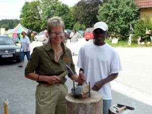Beim Skulpturen-Workshop von Into Africa