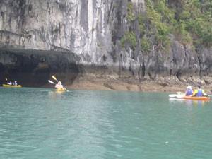 Kanufahrt in der Halong Bucht - Vietnam