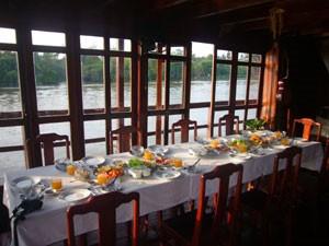 Frühstückstisch auf dem Schiff-Mekong-Vietnam