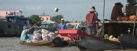 Schwimmender Markt auf dem Mekong-Vietnam