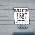 humorvolles Schild im historischen Ort Virginia City