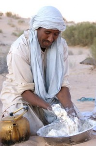 Brotbacken in der Sahara