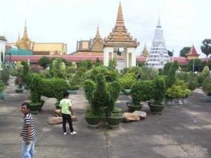 Im Garten des Koenigspalastes in Phnom Penh