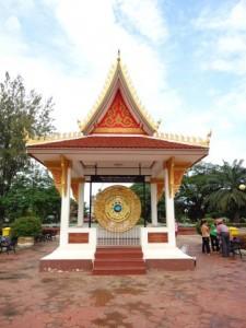 Friedensgong am Patuxai in Vientiane in Laos