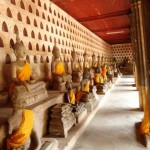 Reisen in Laos: Sightseeing in Vientiane, Ho Phrakeo, Phra That Luang, Wat Sisaket und Patuxai