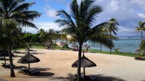 Der wunderschöne Liegebereich des Resorts direkt am Ozean.