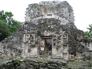 Reich mit Fresken bestückter Tempel in Chicanna