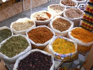 Orientalische Gewürze auf dem Souk in Muscat.
