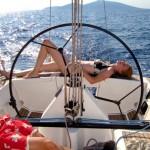 Sonnenbad auf dem Boot