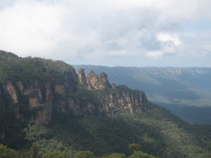 Blick auf die Felsformation der Three Sisters in den Blue Mountains